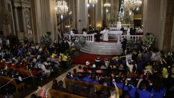 El papa habló frente a un grupo de 600 niños, a quienes les pidió, como es costumbre, rezar por él.