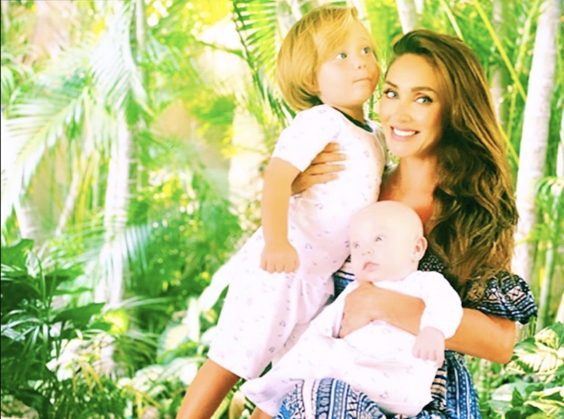 Anahí y sus hijos  Manuel y Emiliano