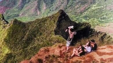Kailani Derbez con sus papás en Hawaii