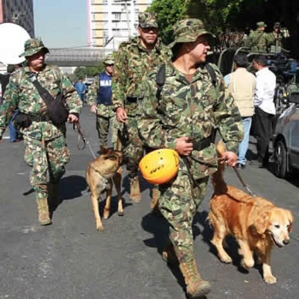 equipo de rescate explosion Pemex