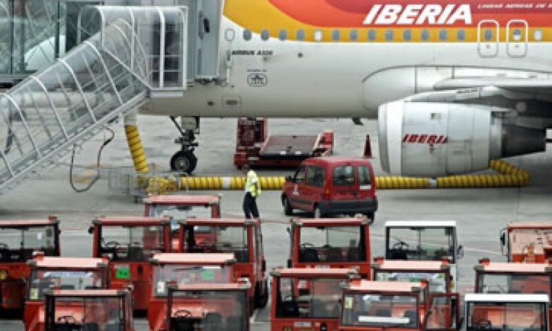 Iberia canceló sus rutas a Amsterdam, Londres, Zúrich, Ginebra, Frankfurt, Roma, Venecia, París y otros países. (Foto: AP)