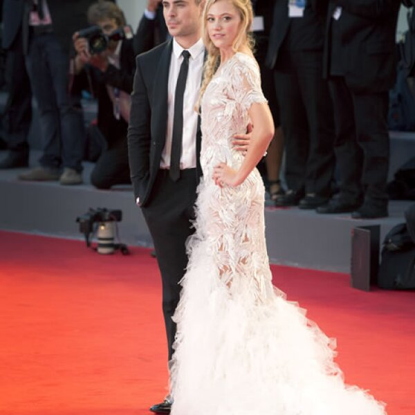 Zac Efron y Maika Monroe, en la premiere de `At Any Price´