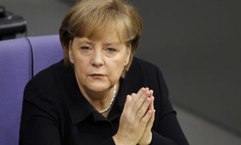 Merkel expresó una vez más su rechazo a emitir bonos conjuntos de la eurozona. (Foto: AP)