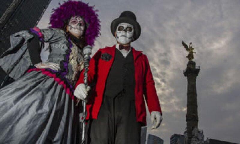 Los capitalinos celebrarán Halloween con disfraces y acudiendo a lugares de diversión, lo que le dejará una ganancia a los comercios del DF (Foto: Cuartoscuro)