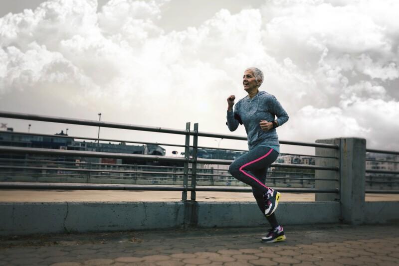 correr en ciudad contaminada