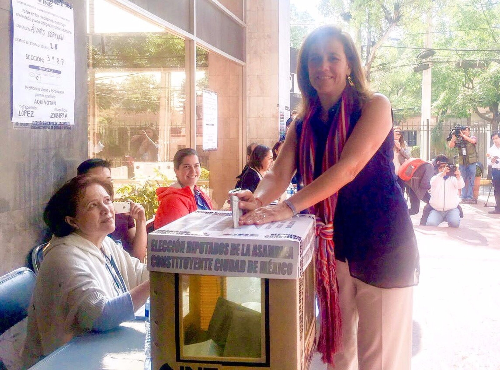La exprimera dama Margarita Zavala pidió a la gente que salga a votar para fortalecer la democracia en México.
