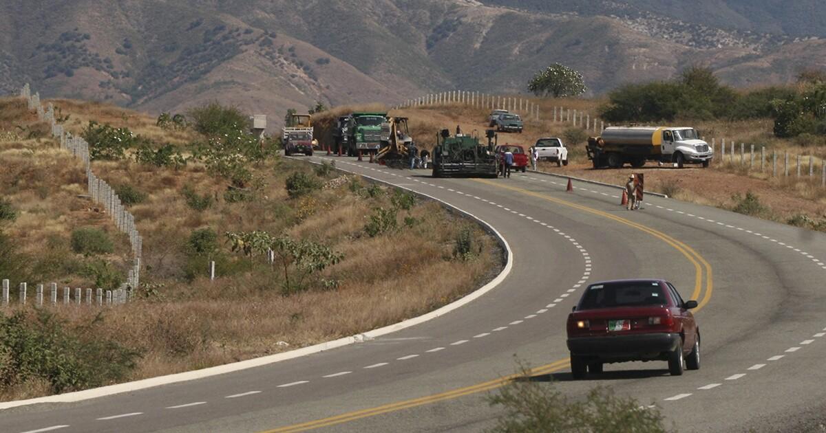 La carretera Barranca Larga-Ventanilla, de Oaxaca, lleva 64% de avance
