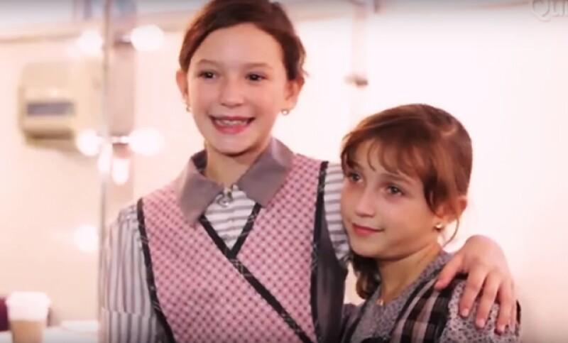 Nos metimos a la prueba de vestuario del musical Annie, para ver cómo Mía y su hermanita Nina se empiezan a convertir en as huerfanitas más entrañables y famosas del teatro.