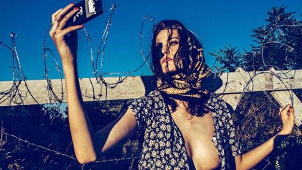 El fotógrafo Norbert Baksa ha desatado una serie de comentarios en contra en redes sociales por sus controversiales imágenes en situaciones a las que se enfrentan los refugiados sirios.