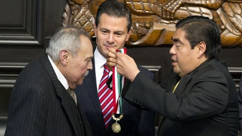 Eraclio Zepeda recibe la Belisario Dominguez