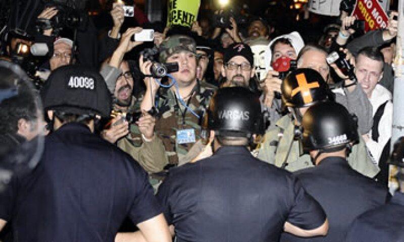 Unos 2,000 manifestantes permanecían en el lugar de protesta después de una tensa mañana de enfrentamientos con la Policía. (Foto: Reuters)