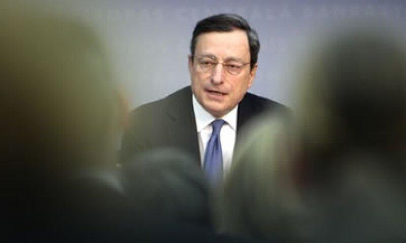 Mario Draghi advirtió contra quienes han dado mensajes optimistas sobre frenar la crisis de deuda. (Foto: AP)