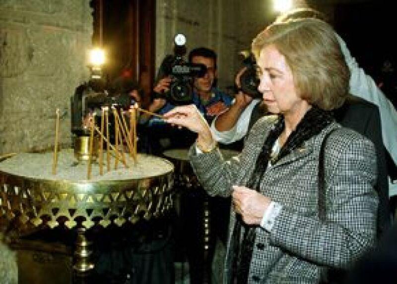 La Reina asiste todos los domingos a misa, le gusta hacerlo en compañía de sus nietos en el Palacio de la Zarzuela.