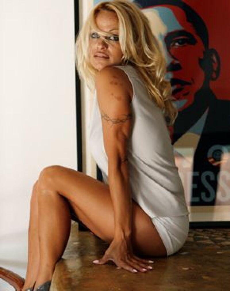 Acudió a la Art Basel de Miami vistiendo una blusa que dejaba ver su ropa interior.