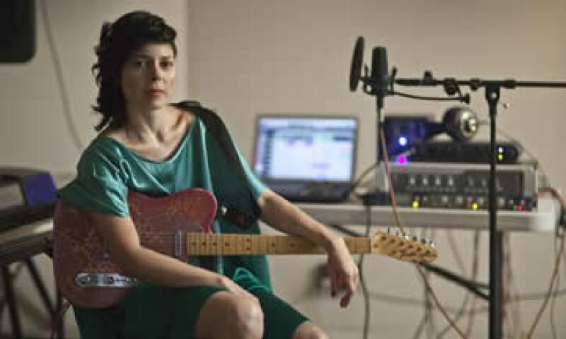La cantante Ely Guerra, una 'creadora con mil caras', escribe para la revista Quién la periodista y presidenta de la Fundación José Saramago, Pilar del Río. (Foto: Ricardo Trabulsi)