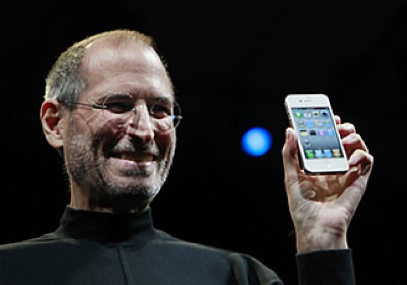 Apple ha sabido construir una constante fuente de ingresos gracias a su base de consumidores leales. (Foto: AP)