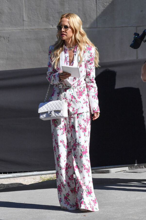 Chanel : Outside Arrivals - Paris Fashion Week - Haute Couture Fall/Winter 2019/2020