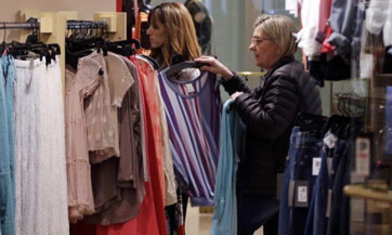 La economía estadounidense creció a un ritmo de 2.4% en el primer trimestre del año.  (Foto: AP)