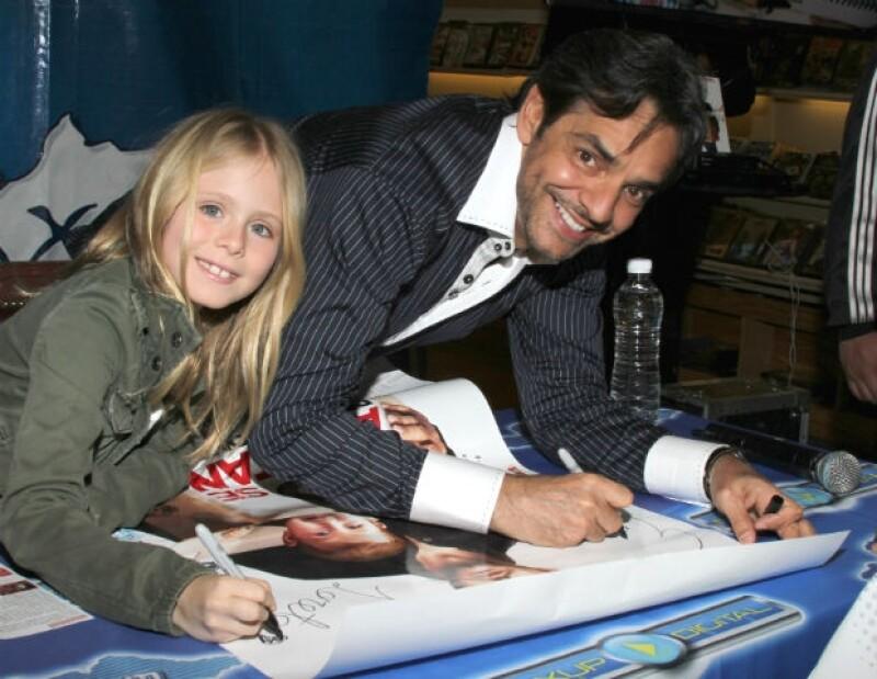 Los actores firmaron autógrafos y se tomaron fotos con sus seguidores.