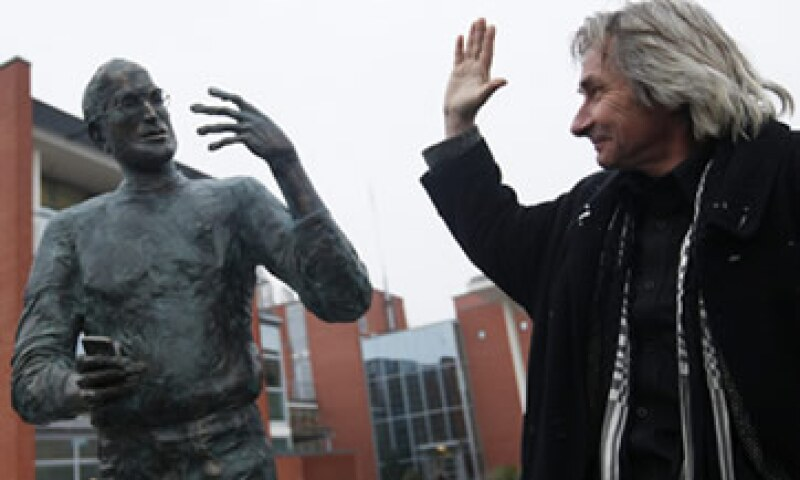 La obra de bronce del escultor Erno Toth está emplazada en el campus de Budapest del fabricante de software Graphisoft. (Foto: Reuters)