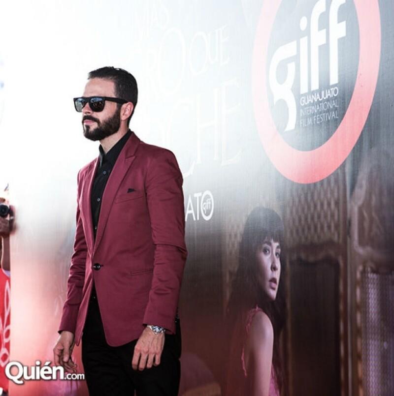 """El actor y productor se encuentra en Guanajuato, donde presentó la película """"Más negro que la noche"""", donde un pequeño y particular personaje desatará el miedo en la historia."""