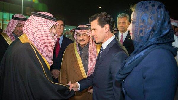 Como parte de la gira de Enrique Peña Nieto por Medio Oriente, la primera dama ha tenido que llevar el código de vestimenta de esos países.