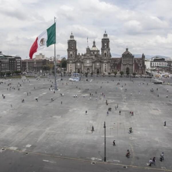 El Zócalo de la Ciudad de México estuvo cerrado a los automóviles este lunes