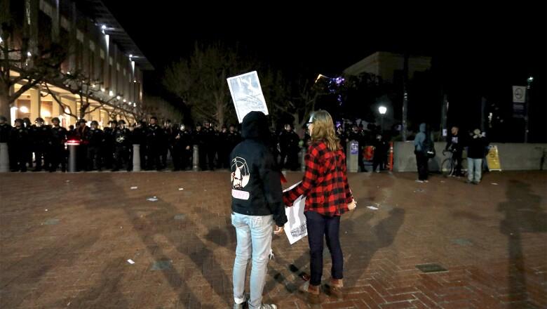 Dos manifestantes