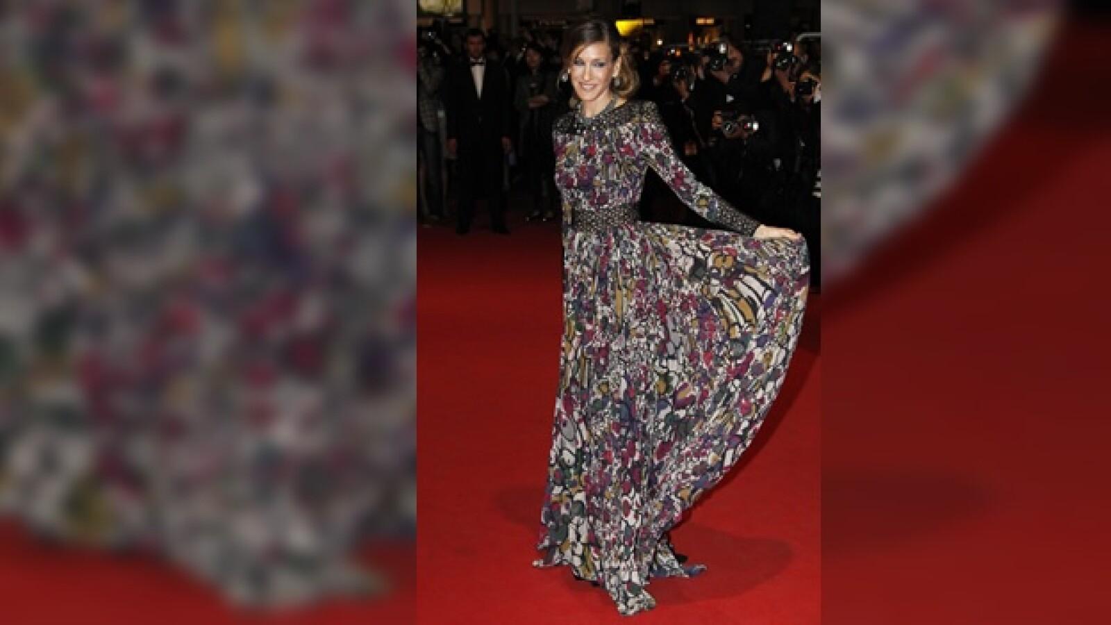 la actriz en la alfombra roja de cannes