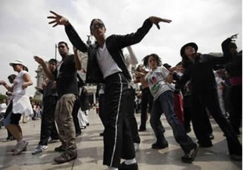 Mexicanos ensayan para lograr el actual récord Guiness con Thiller que posee una universidad de EU. (Foto: AP)