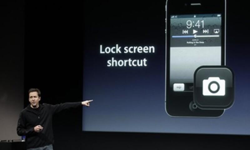 Apple anunció además que comenzará a vender el móvil en otros 22 países a fines de octubre. (Foto: AP)