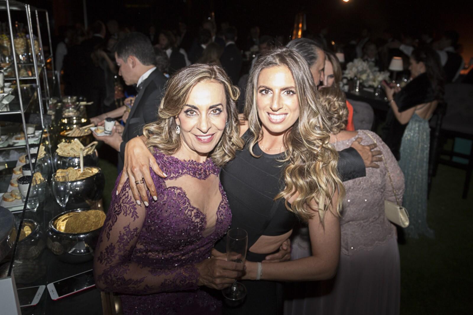 Claudia Hakim,  Claudia Simón