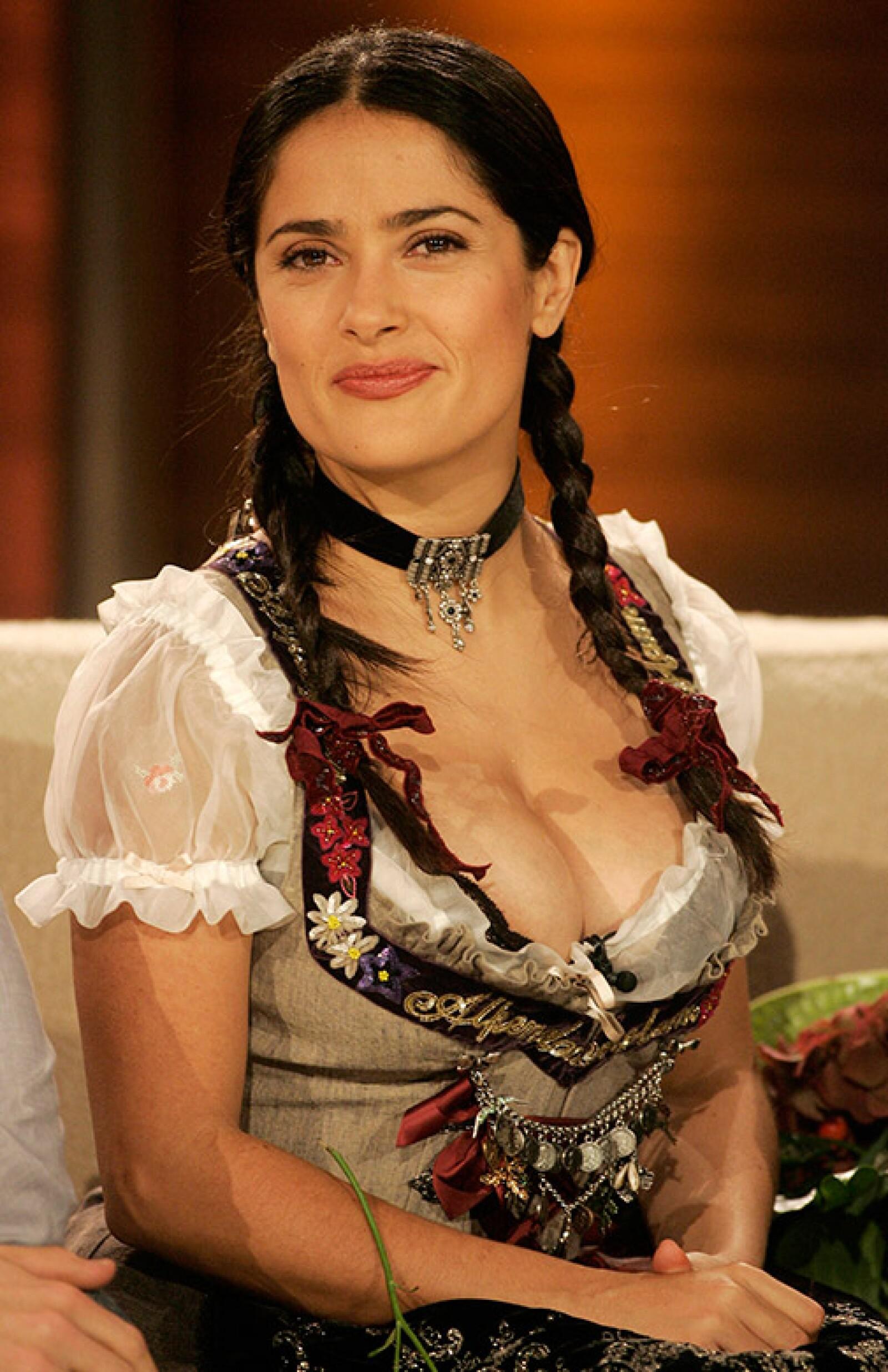 En 2008 la mexicana acudió como invitada a un show en Alemania en el que vistió el traje típico de la región de Baviera.