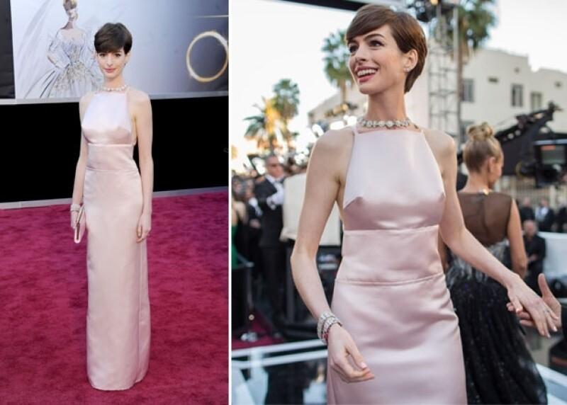 Esta vez nadie pudo detener a la actriz de usar un Valentino, haciéndonos olvidar el polémico vestido Prada que utilizó en la entrega de los Oscar, e impactando con una cabellera rubia platinada.