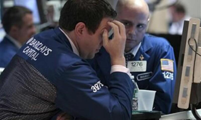 Wall Street, el euro, el peso y otros mercados registran pérdidas por la advertencia de S&P de rebajar la nota de varios países de la eurozona. (Foto: Thinkstock)