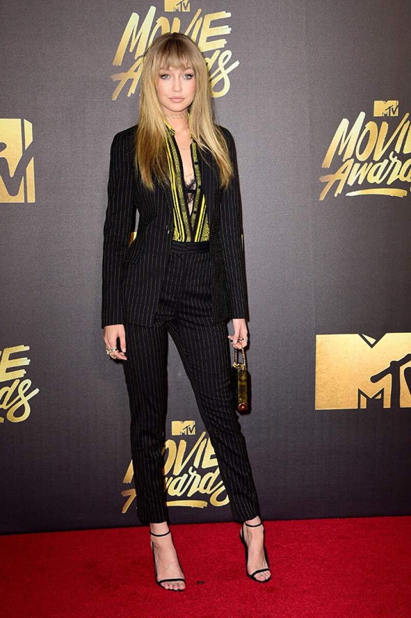 Gigi, por su parte, eligió un traje Versace.