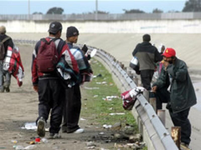 Según la decisión, ese derecho sólo se aplica a casos penales y los que se siguen a inmigrantes son civiles. (Foto: Notimex)