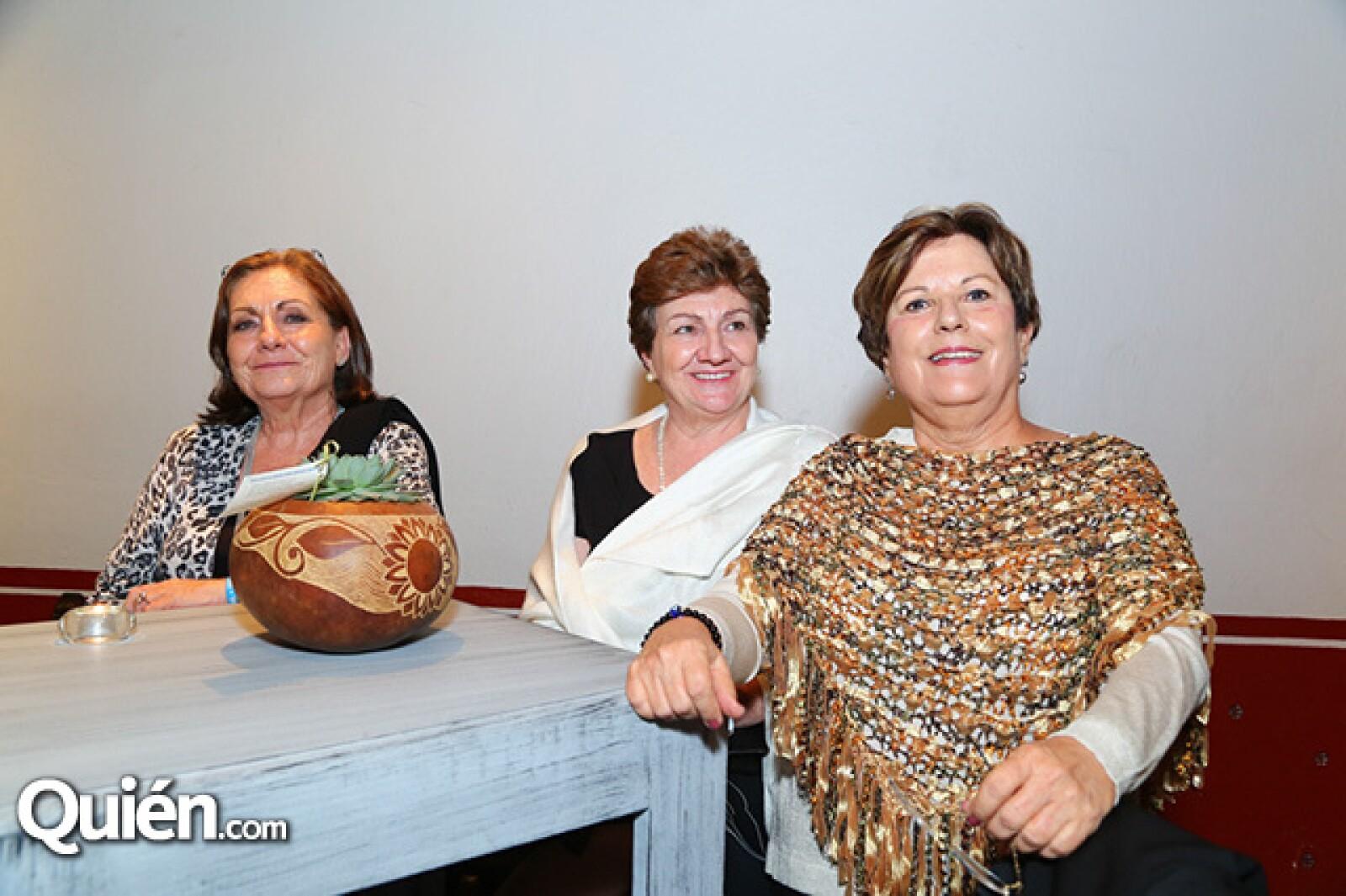 Jenny Real, Laura Real y Amanda Z. de Bracho