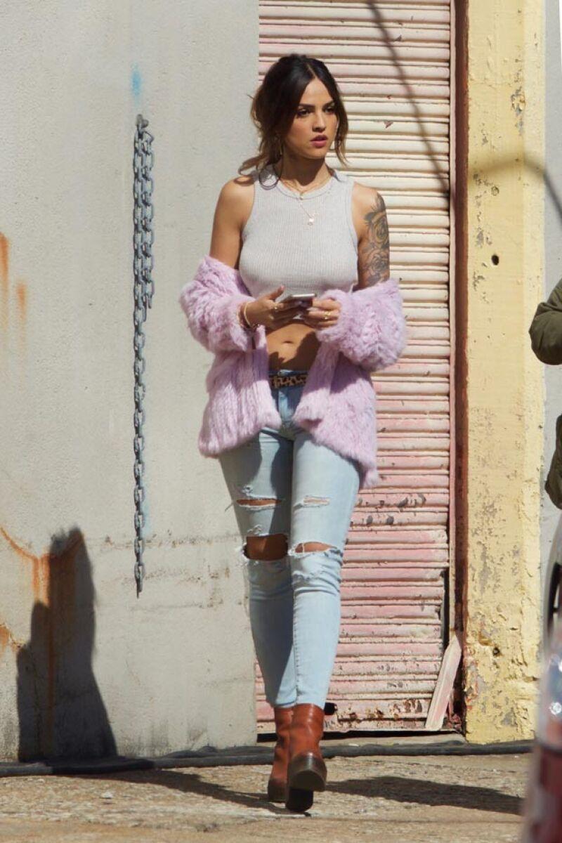 La actriz mexicana se encuentra en Atlanta filmando su nuevo proyecto, en el que dará vida a una asaltabancos que es novia de Jon Hamm.