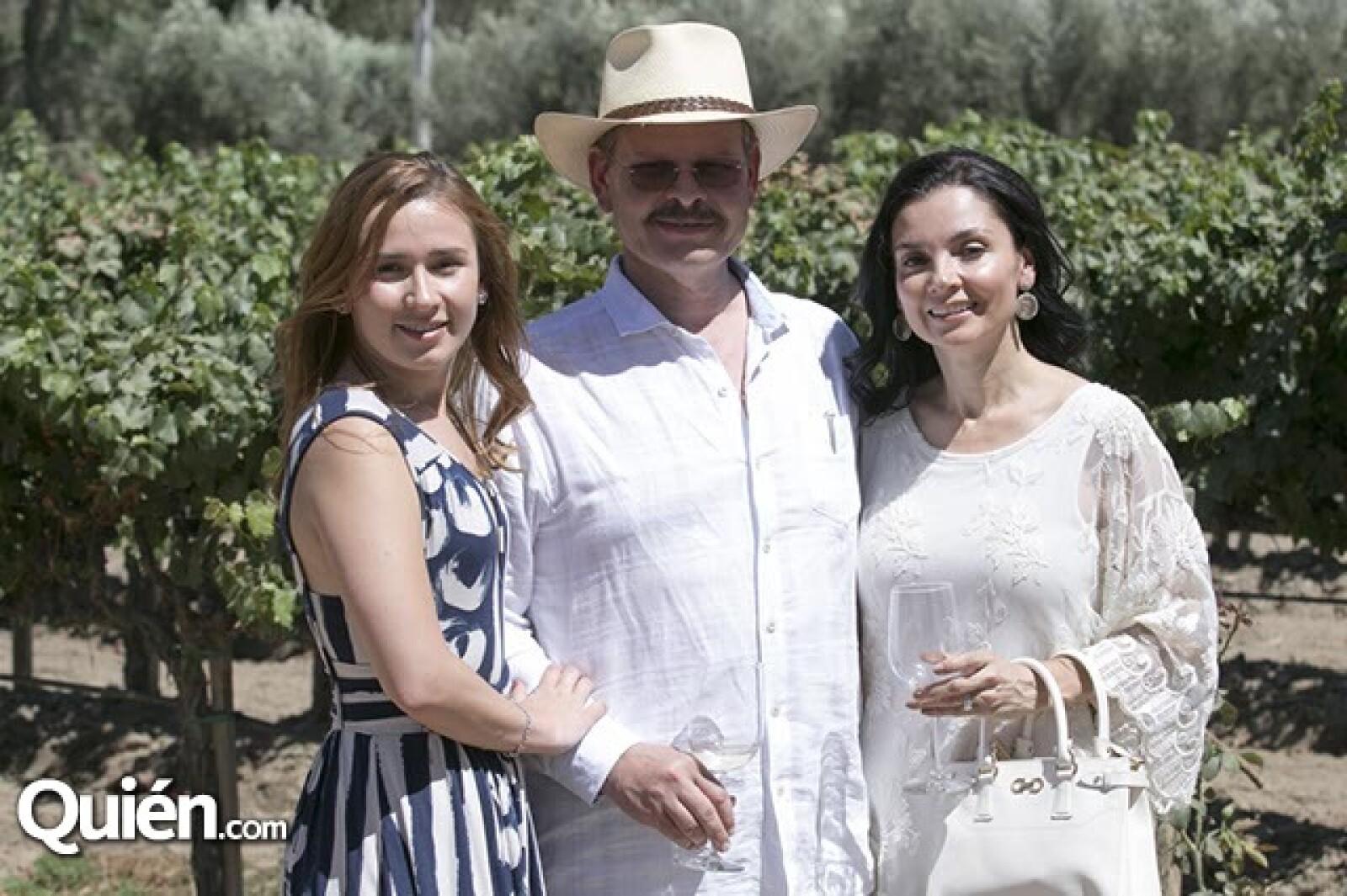 Denisse,Luis y Mónica Cetto