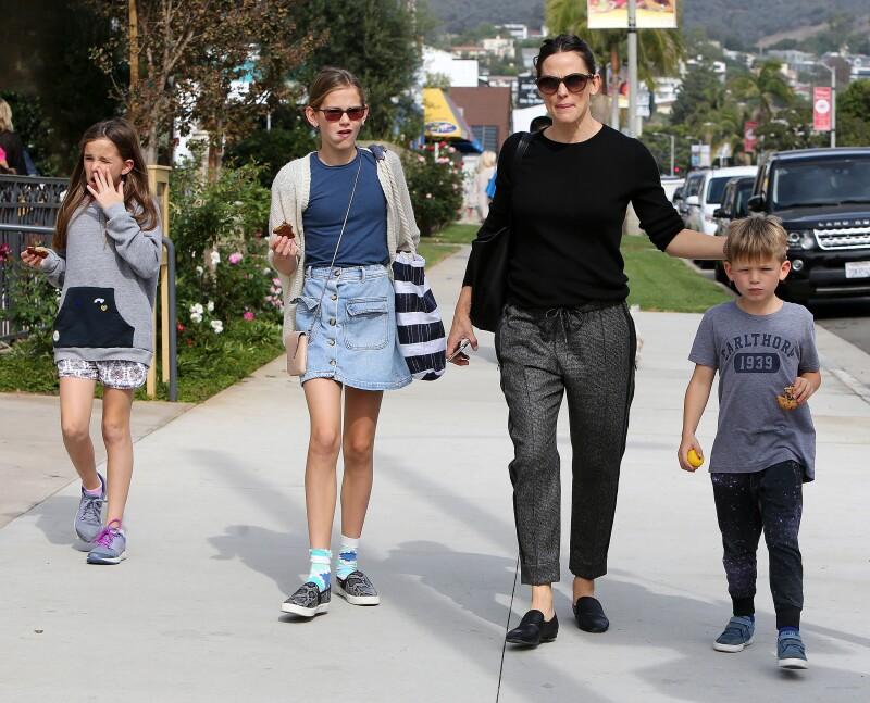 Jennifer Garner hace unos días con sus hijas y Ben Affleck