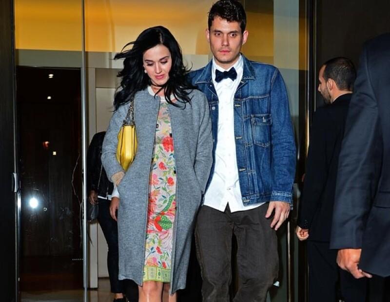 Katy y John ya no se esconden de la prensa pero prefieren no dar declaraciones sobre su relación.