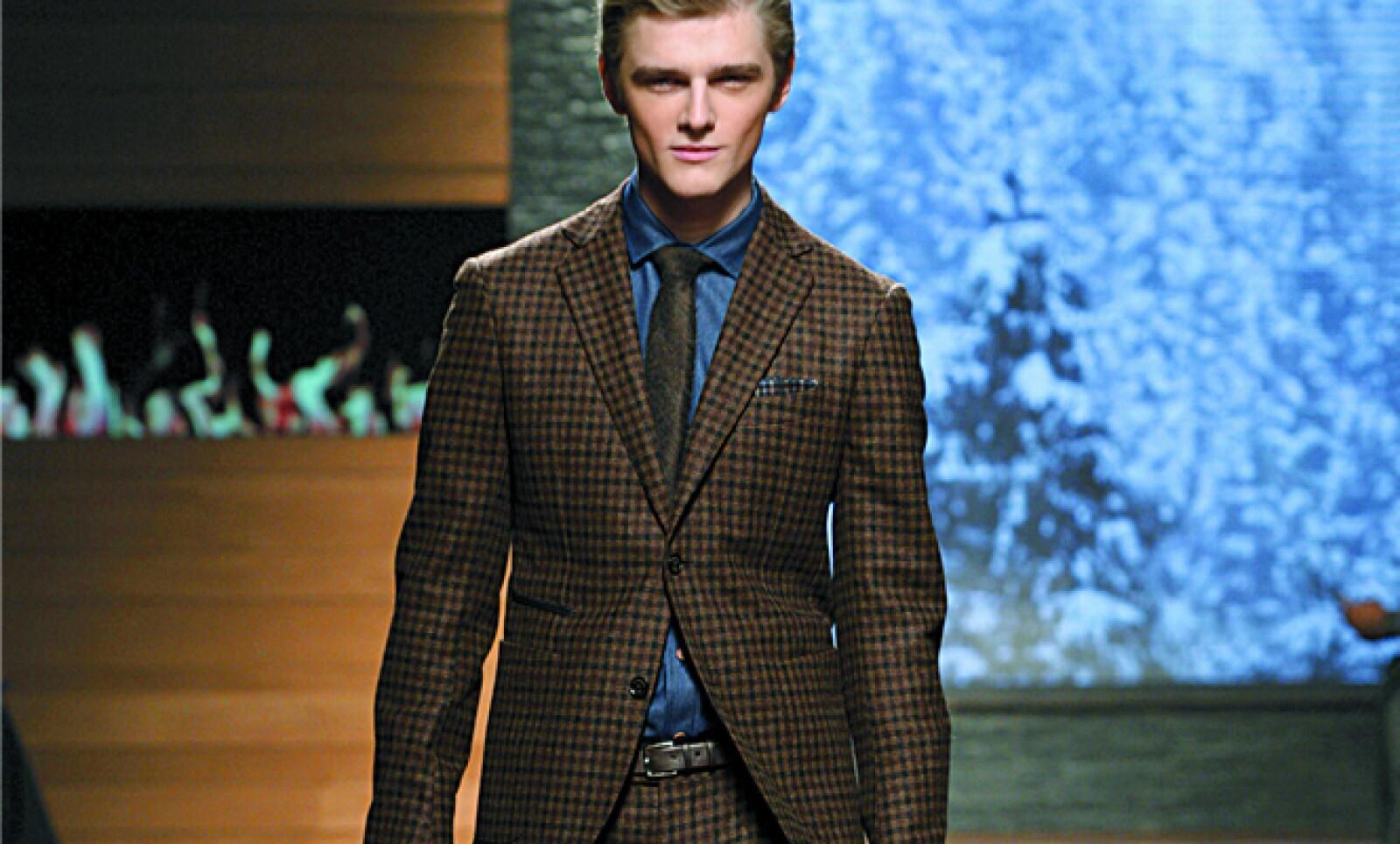 La firma italiana presentó su colección para la temporada otoño-invierno 2012.