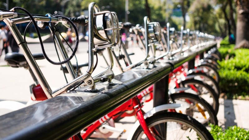 Hay muchas marcas y modelos de bicicletas.