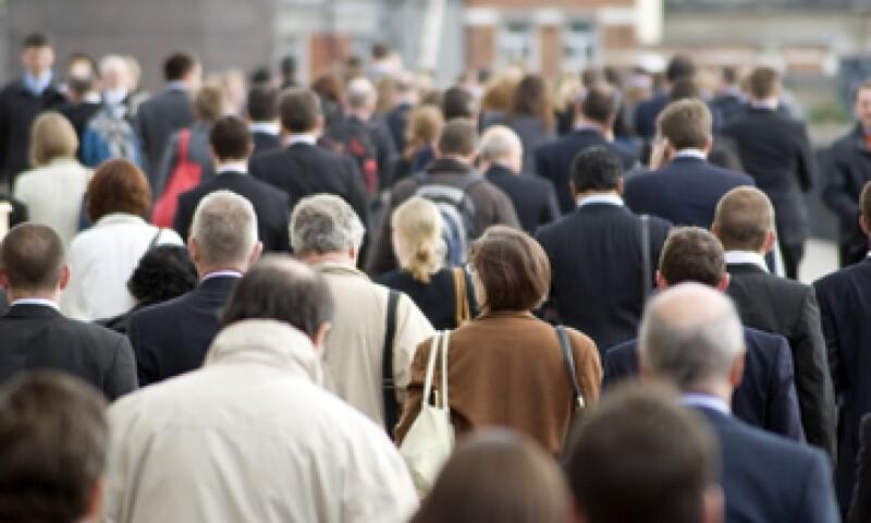 Las reducciones podrían obligar a dar licencias obligatorias a empleados federales en todos los sectores. (Foto: Getty Images)