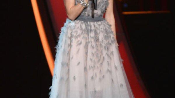 La presentadora de la noche, Carrie Underwood.