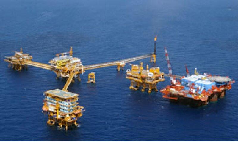 En 2010, Pemex obtuvo recursos por 21,998 mdd por la venta de petróleo a EU. (Foto: AP)