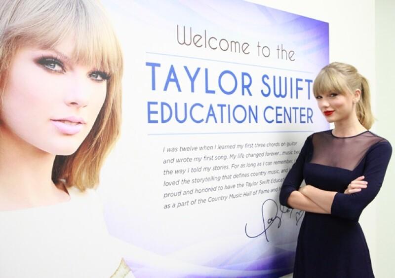 """La cantante inauguró en la ciudad de Nashville la institución  """"Taylor Swift Education Center"""". Para este proyecto la también compositora invirtió cuatro millones de dólares."""