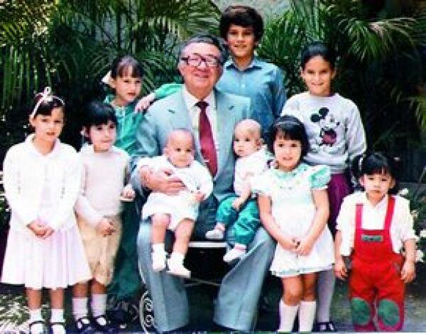 Ofelia quería mucho a su abuelo Carlos. Ella y su hermano Carlos son los nietos más grandes.