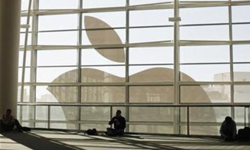 Las acciones de Apple suben 1.2%. (Foto: Reuters )